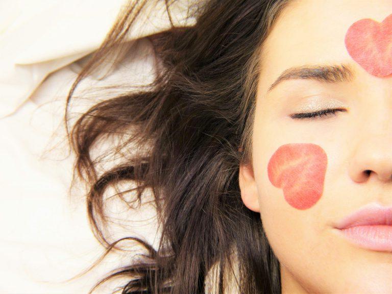 איך לשמור על עור פנים נקי ורענן?