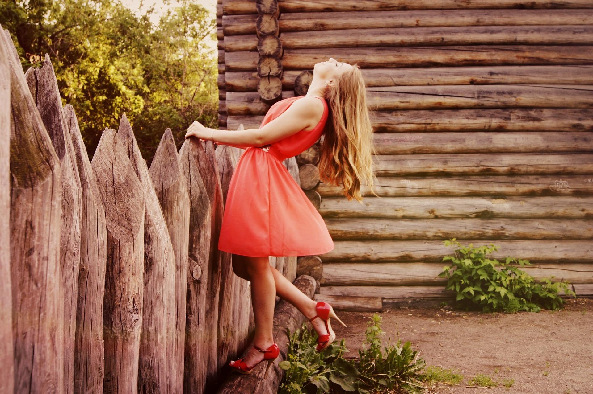 שמלות נשים לאירועים: איך לבחור שמלה לאירוע בלי לפשוט רגל?