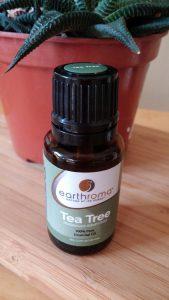 נעים להכיר -סגולות שמן עץ התה לטיפול טבעי בעור