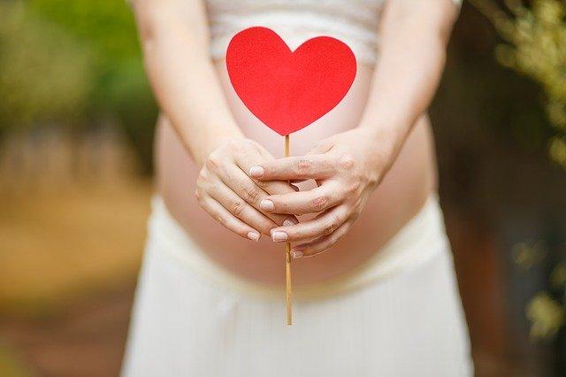 אקססוריז לצילומי היריון: כך תשדרגי את הצילומים!